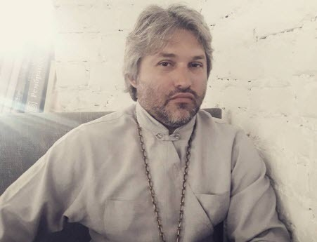 """""""Красотой не грех восхищаться, а адское уродство не грех презирать"""" - Олександр Дедюхін"""