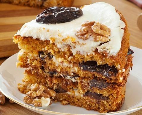 """Мамины секреты """"Медовый торт с орехами и черносливом"""""""
