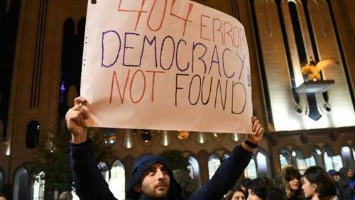 В Грузии тысячи людей вышли на акцию протеста