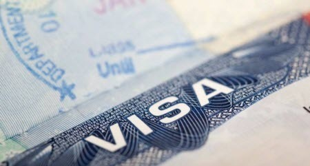 В американській візі відмовляють майже половині заявників-українців