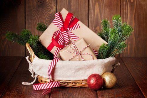 Красиво упаковываем подарок на Новый год