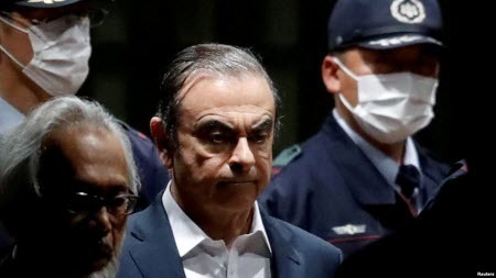 Екс-керівник Nissan втік з Японії у футлярі з-під контрабаса