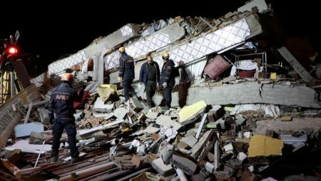 В Турции в результате землетрясения пострадали более 1000 человек