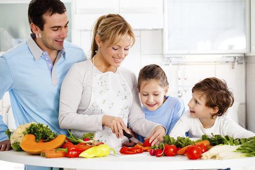 Нужно ли учить ребенка готовить еду