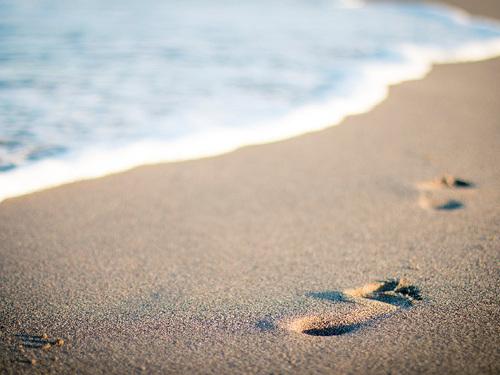 """Притча """"Следы на песке"""""""