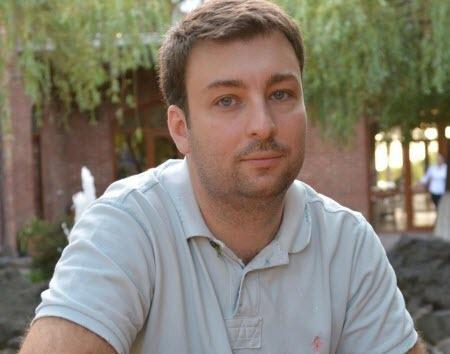 """""""Можно просто сидеть на диване и критиковать, а можно тихо и упорно делать"""" - Алексей Давиденко"""