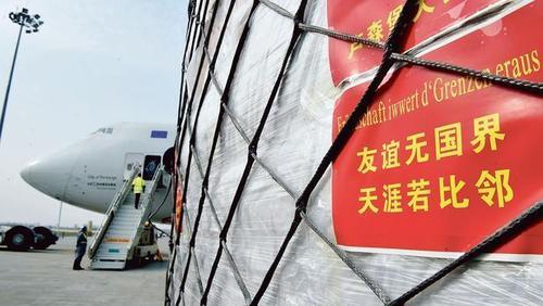 Возле китайских самолетов бушует война за маски от коронавируса