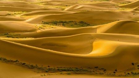 Необычная планета: таинственные озера в пустыне