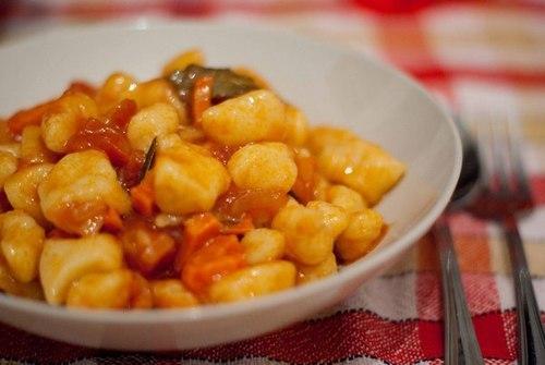 """Бабусині страви: """"Галушки в томатному соусі"""""""
