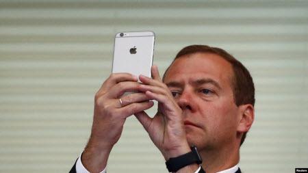 Власти России сделают платной обязательную регистрацию смартфонов