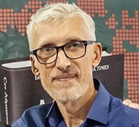 """""""Трамп уступает Байдену по всем опросам и рейтингам"""" - Олег Пономарь"""