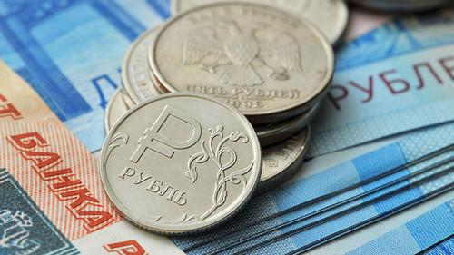 Рубль резко дешевеет в Лондоне: Доллар превысил 75, евро - дороже 83