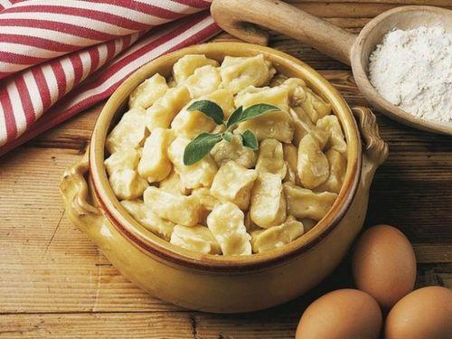 """Бабусині страви: """"Полтавські галушки з куркою і грибами"""""""