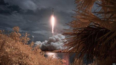 """Роскосмос назвав """"істерією"""" реакцію на запуск Crew Dragon, але привітав США з успіхом"""