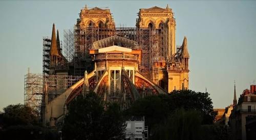В Париже впервые после пожара открылась площадь перед собором Нотр-Дам
