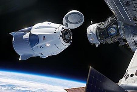 Корабль компании SpaceX успешно пристыковался к МКС