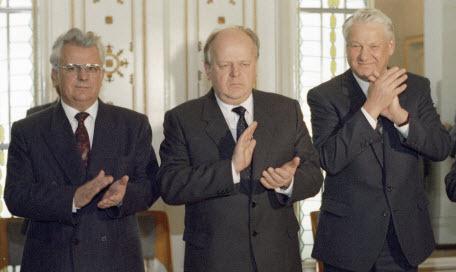 Центр встал и вышел. Кто-то заметил? Россиянин, украинец, белорус и казахстанец – о 12 июня 1990 года