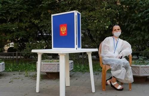 Опрос: три четверти россиян не поддержали «обнуление» сроков Путина