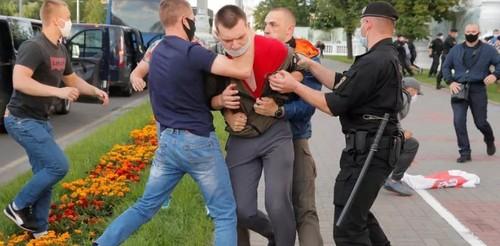 Белорусский протест: 286 задержанных, драки с ОМОНом и парализованный центр Минска