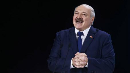 Лукашенко попросил защиты у Путина