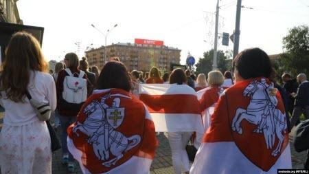 """""""Безстрашні"""". Міжнародні оглядачі пишуть про жінок-протестувальниць у Білорусі"""