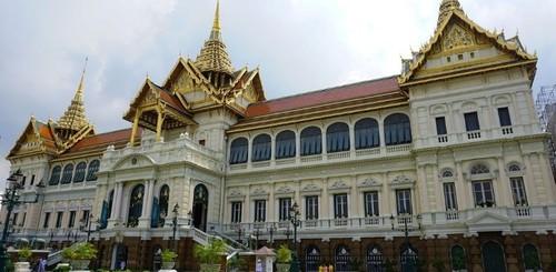 В Таиланде требуют ограничить власть короля