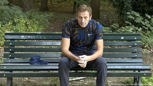 Встреча Меркель с Навальным меняет его статус