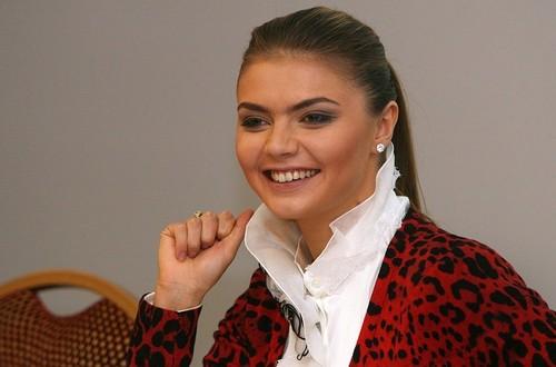 Миллиарды вокруг Кабаевой. Сколько близкие к Путину олигархи платят непризнанной первой леди