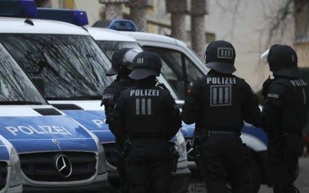 В Германии автомобиль врезался в толпу пешеходов, два человека погибли