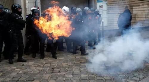 Марш протеста 5 декабря в Париже: поджоги и десятки задержаний