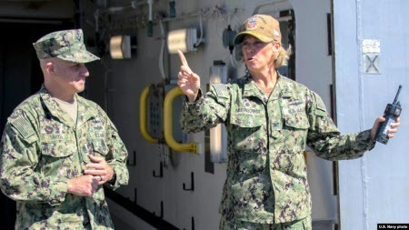 Командувачем ядерного авіаносця США вперше стане жінка