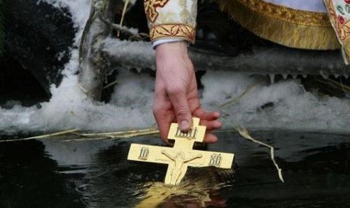 Водохреще: пірнання в ополонку гріхів не змиває