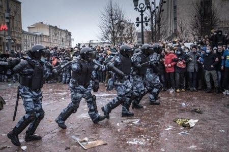 The New York Times: По России прокатились протесты в поддержку Навального, бросая вызов Путину