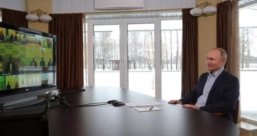 «Скучно, девочки» : Путин открестился от «дворца» в Геленджике