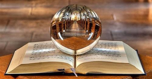 Книга предсказаний: задайте вопрос и откройте на случайной странице
