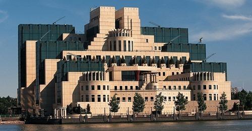 Глава британской разведки назвал Россию «объективно ослабевающей» страной
