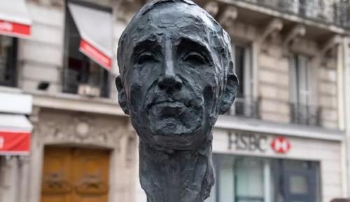 В Париже поставили бюст в память о Шарле Азнавуре