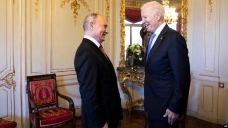 Стаття Путіна у Die Zeit викликала критику з боку низки оглядачів