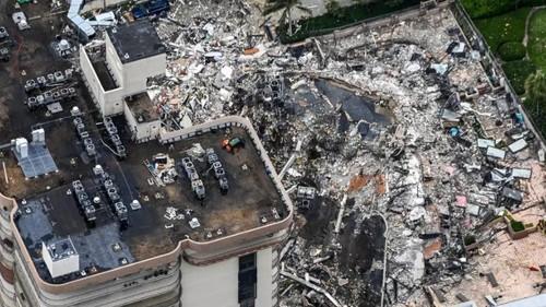 Во Флориде продолжаются поиски 159 человек после обрушения жилого здания