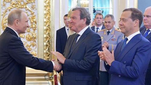 """Le Figaro: Как Кремль расширяет свою сеть """"агентов влияния"""" в Европе"""