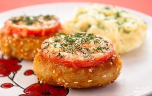 """Мамины секреты """"Котлеты, запеченные в духовке, с томатами и сыром"""""""