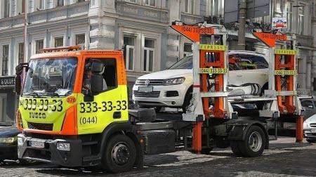 """Поліцейський не має права евакуювати авто на """"штрафмайданчик"""", якщо воно не перешкоджає дорожньому руху"""
