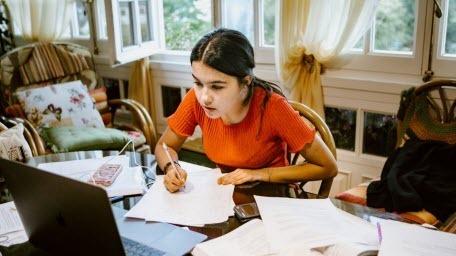 The Times: Результаты экзаменов заставляют предположить, что девочки просто умнее мальчиков