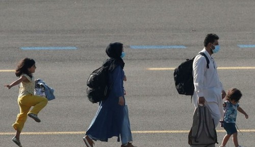Телеканал RT добавил оружие на фото с афганскими беженцами