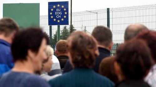 Збільшується кількість українців, які хочуть виїхати з країни за кордон